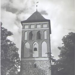 1. Gotycka wieża przy kościele 1406 rok (x2)