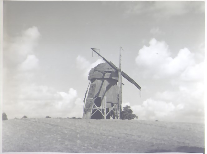 1.Drewniany wiatrak słupowy XIXw. na planie ośmioboku (x3)